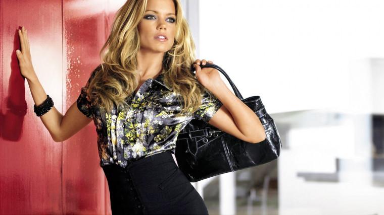Выбор аксессуаров: сумки, платки, перчатки...