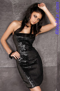 Коктейльное платье из ткани, иммитурующей кожу крокодила